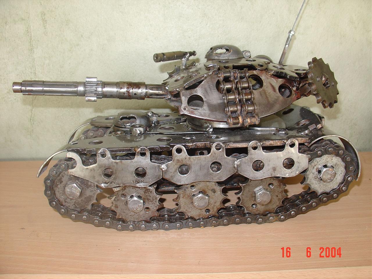 Большой танк своими руками из подручных материалов
